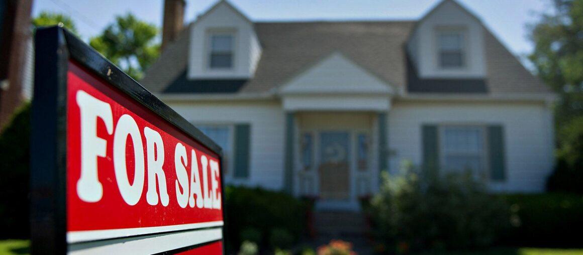 Low inventory stifles April's pending home sales / El bajo inventario frena las ventas pendientes de viviendas en abril